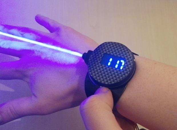 Шпионские гаджеты: разработаны часы со встроенным лазером