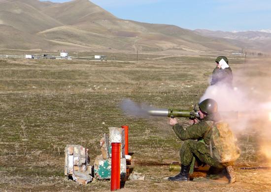 Современный огнемет против бетонных укреплений - видео
