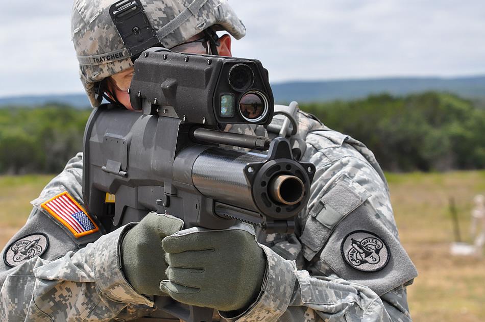 Умный гранатомет будущего стреляет программируемой гранатой - видео