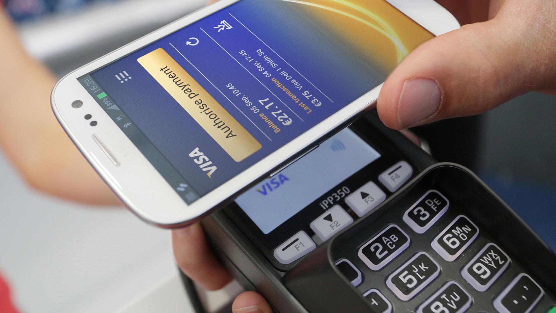 «ПриватБанк» первым вмире предложил общий доступ ккредитке