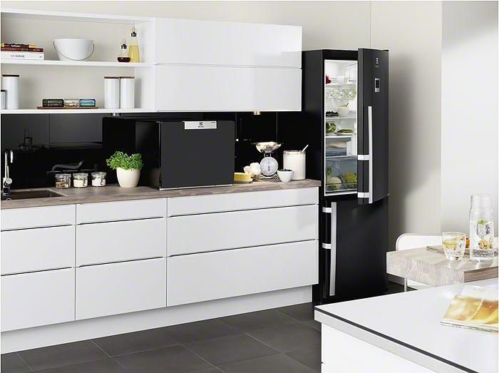 Цветные холодильники Electrolux.Черные холодильники