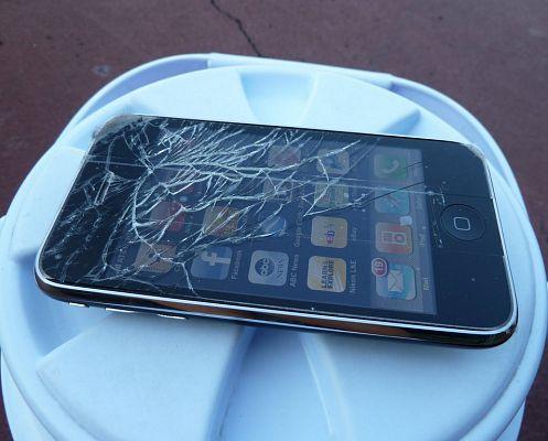 Apple научит новые iPhone падать экраном вверх