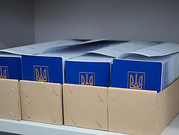 Биометрические паспорта в Украине: еще не появились, но уже подорожали