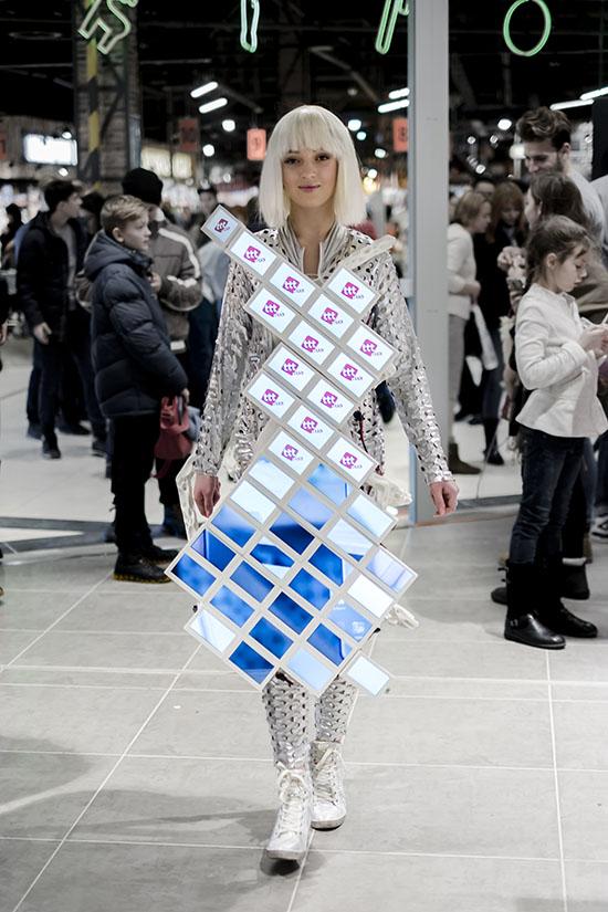платье со встроенными 40 экранами