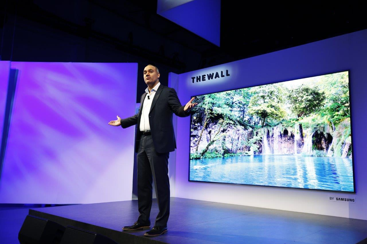 Samsung представила первыйв мире 146-дюймовый модульный телевизор