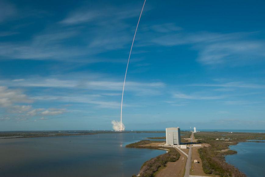 Запуск Falcon Heavy: фото и видео
