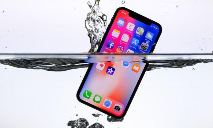 iPhone X выжил после двух недель на дне реки