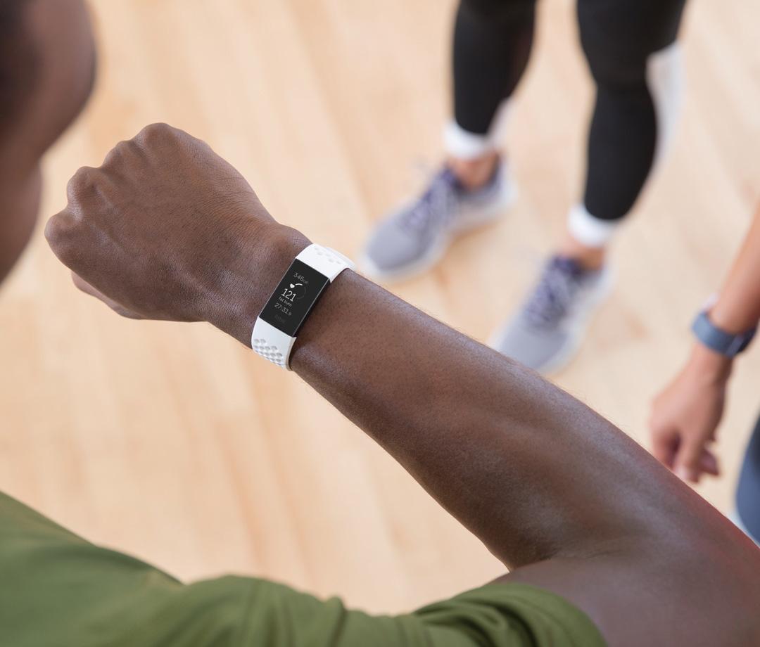 Фитнес-браслет Fitbit Charge 3: большой экран, водозащита, NFC, но без поддержки GPS