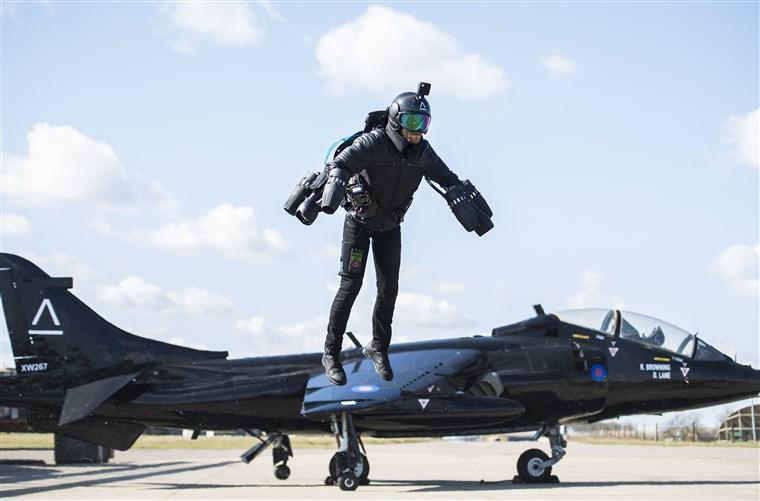 Британские военные тестируют полеты на реактивных ранцах