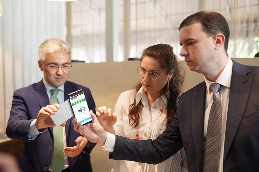 VISA запускает прием платежей с помощью смартфона