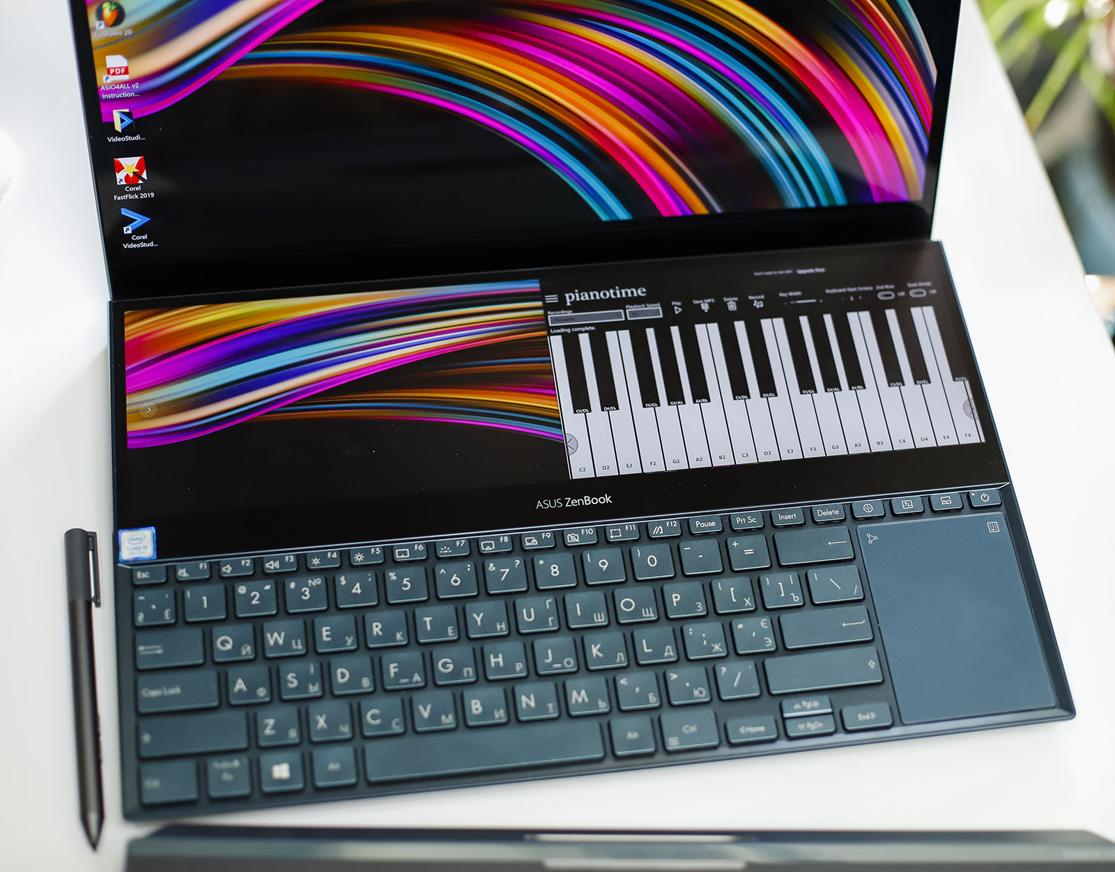ASUS ZenBook Pro Duo с двумя экранами