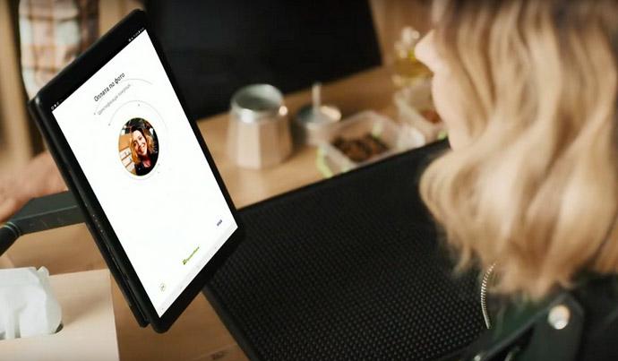 ПриватБанк запускает бесконтактные платежи FacePay24 с идентификацией по лицу