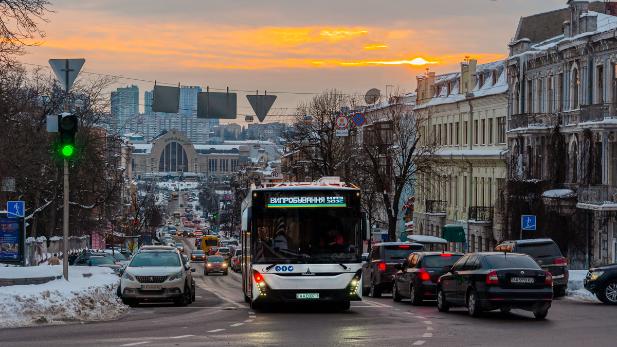 В Киеве испытывают белорусский электробус МАЗ-303Е с запасом хода 300 км от одного заряда