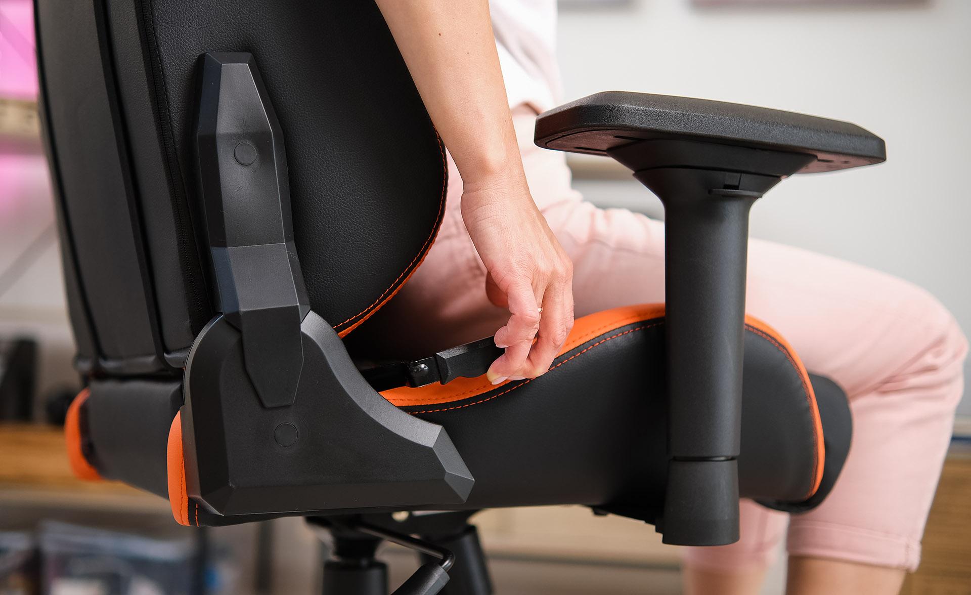 Кожа и сталь: настраиваемое игровое кресло COUGAR Outrider S